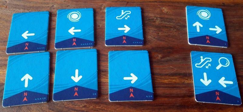 Les tuiles pour 8 à gauche, pour 2 joueurs à droite.