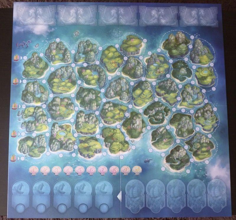 Le plateau de jeu avec un format carré de 57x57cm (prévoir une grande table pour jouer...)