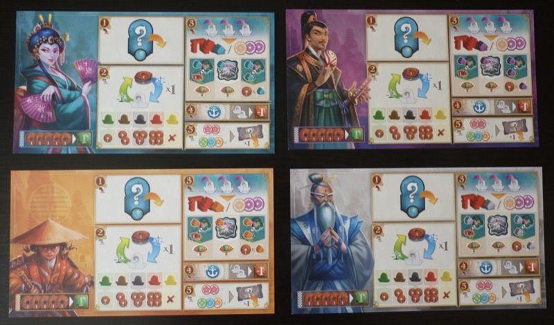4 aides de jeu au format 15X27cm en carton souple.