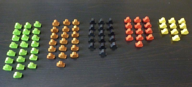Les 80 bateaux qui transportent les ressources : 22 en vert pour le bambou, 19 en marron pour le bois, 16 en noir pour la pierre, 13 en rouge pour l'argile et 10 en jaune pour l'or.