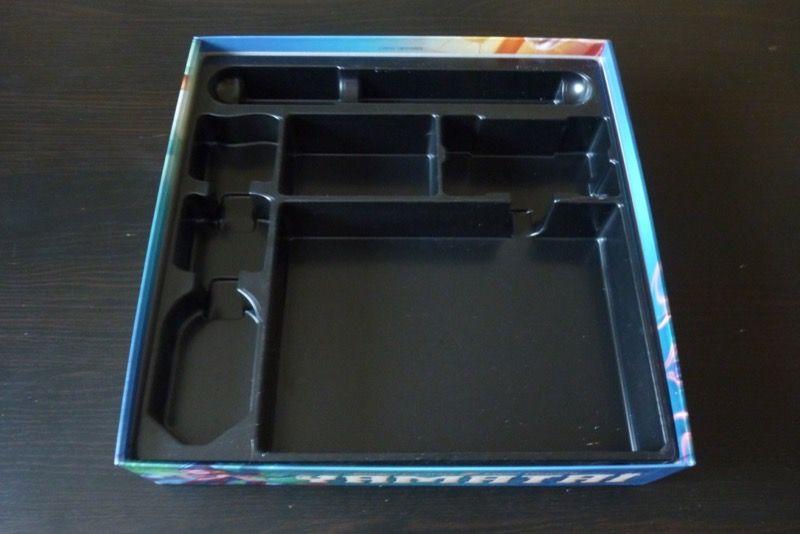 Vous aurez repéré que le thermoformage est remonté jusqu'à ne plus voir le blanc de la boite, ceci afin que le matériel ne se balade pas trop une fois le couvercle remis.