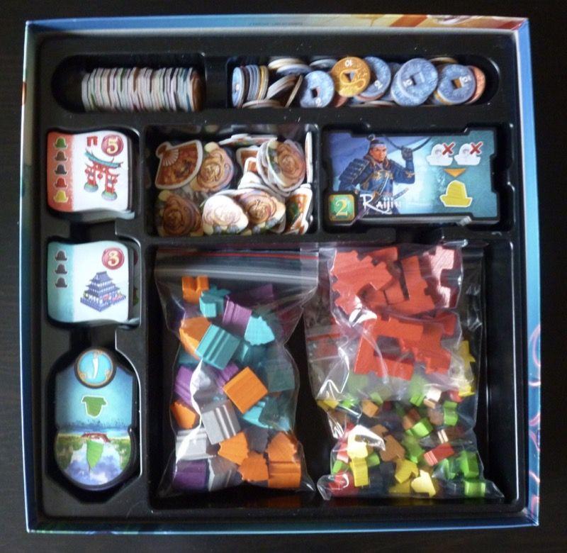 Le matériel rangé dans la boite de Yamataï (les 3 sachets plastiques sont également fournis... ils ne lésinent pas chez DoW !!!)