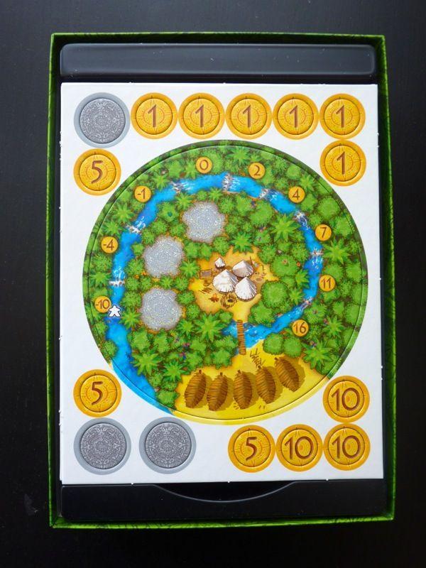 Un plateau individuel du joueur blanc avec quelques pièces d'or et des jetons soleil bien épais.