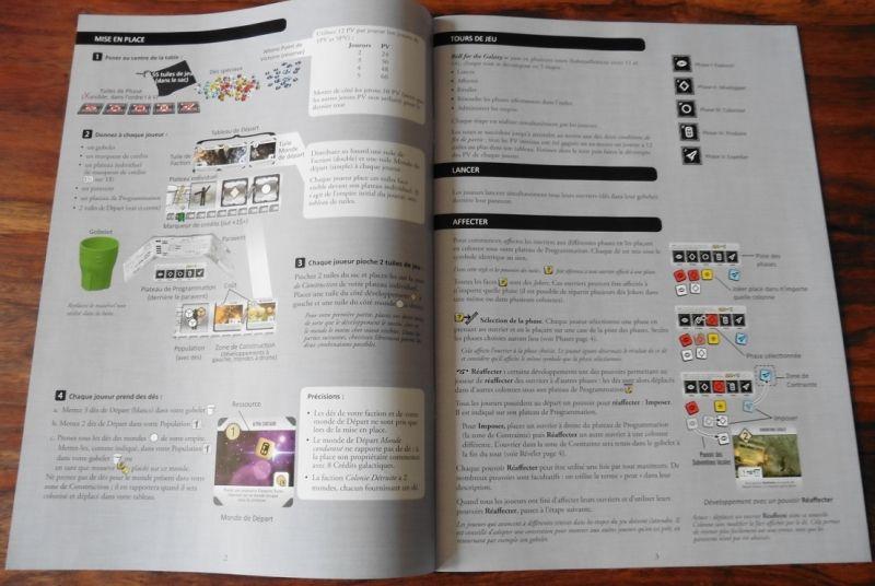 Le livret de règles est identique à celui de la VO, à la langue prêt, mais tout est bien traduit :)
