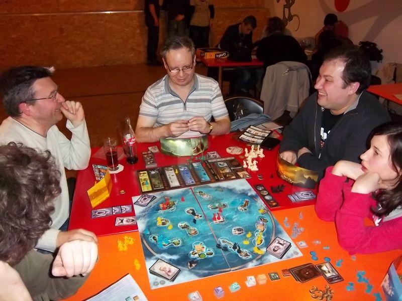 Monsieur Lubjisen semblait sur le point de gagner...et puis on réalise qu'il y a moyen de le contrer, alors évidemment, certains rigolent...Notez que moi, j'ai pas rit (ou alors pas fort).
