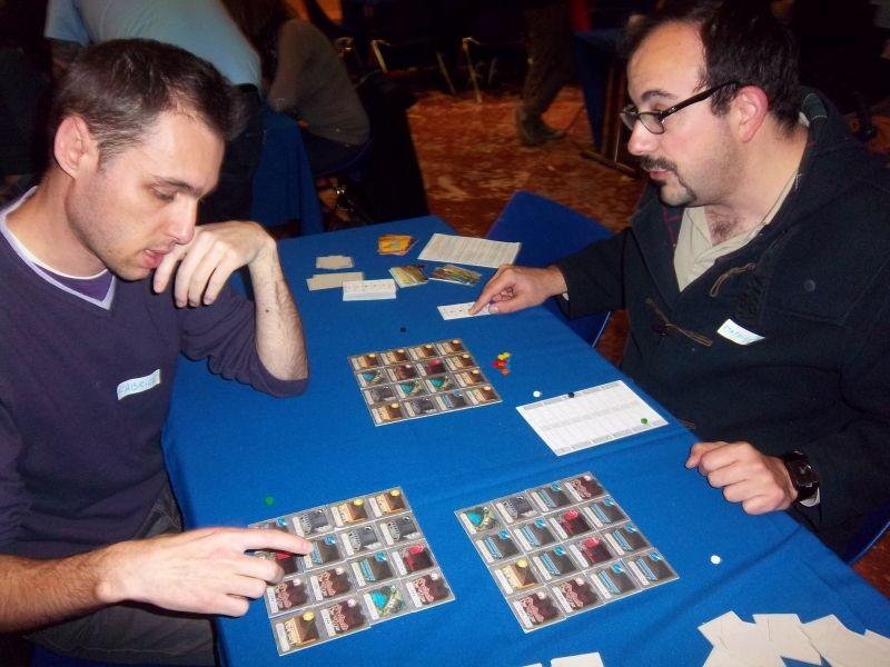 A gauche, monsieur Kapitch et à droite, notre leader maximo, monsieur Thieumm (oui ! c'est lui)... en 2015 sur le proto de Between two cities,  jeu aujourd'hui édité chez Morning player.