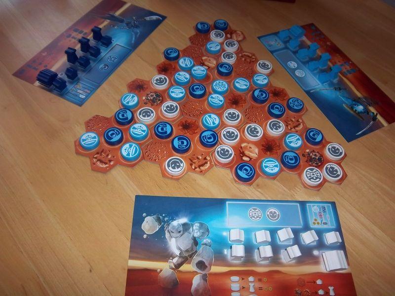 Un des jeux abstraits du festival, Ekö, ici préparé pour être joué à 3 joueurs....