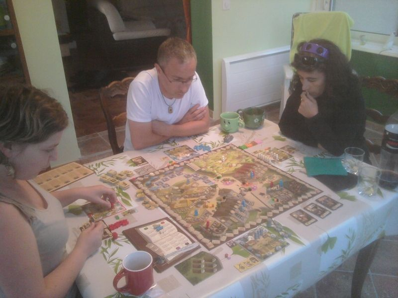 Caro, Philippe et Sylvie, en réflexion plutôt intense pour ce premier tour de jeu