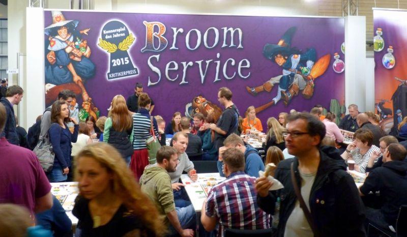 Toujours autant de monde sur les stands où l'on trouve Broom Service
