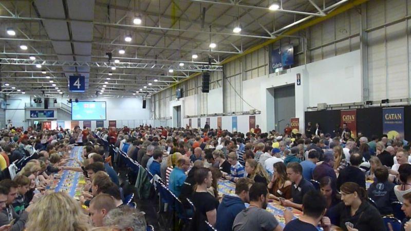 Y a pas à dire c'est grand : tous le Hall 4 est plein de Catane !!!