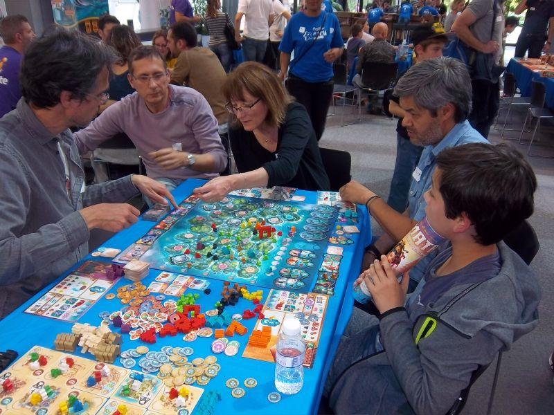 Yamataï : les 3 tables de jeux disponibles ont été prises d'assaut... là aussi, il fallait presque s'inscrire pour espérer disputer une partie.