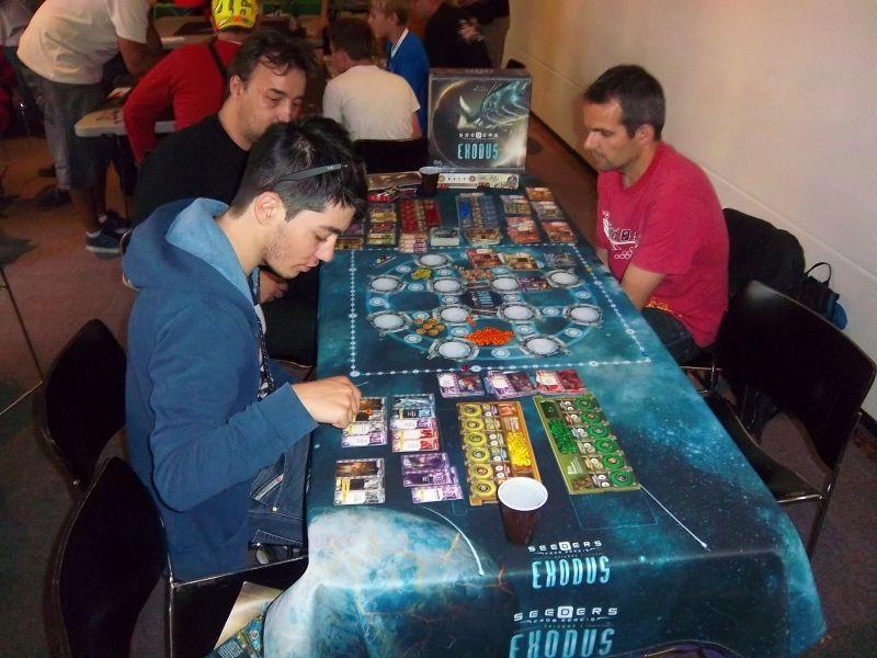 Seeders : Exodus. Le jeu auquel j'aurai bien voulu jouer... mais le devoir d'expliqueur-bénévole m'en a empêché.
