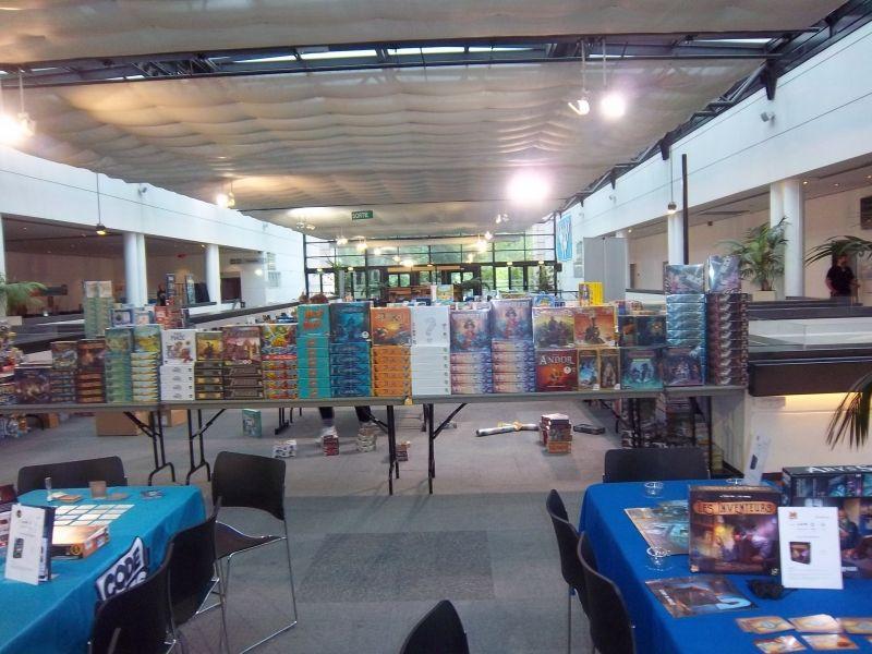Un mur de jeux s'élevait sur 4 côtés : La boutique du festival (Lud'm) qui a permis aux festivaliers de se faire plaisir après avoir essayé des jeux.