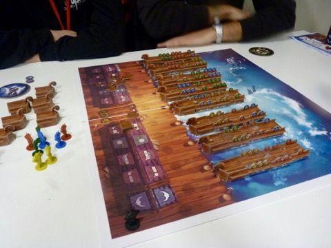 Le plateau de jeu avec les drakkars en attente d'une proue pour quitter le port.
