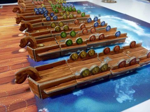 Les drakkars avec les boucliers aux couleurs des joueurs.