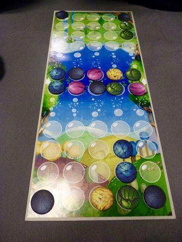 Matériel avec des capsules de couleur sympa à manipuler mais cher à produire (sûrement une édition limitée à venir).