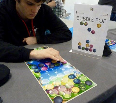 Bubble Pop un jeu de Grégory Oliver ( un auteur lyonnais à suivre avec bientôt son autre jeu Outlive)à paraître chez Bankiiiz