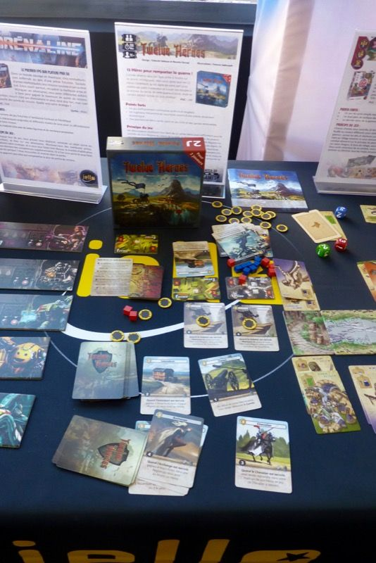 Twelve Heroes, un petit jeu à deux de Masao Uesugi (Welcome To The Dungeon) et Takashi Sakaue (Art Of War) illustré par Tomasz Jedruszek chez Catch Up Games et distribué par Iello.