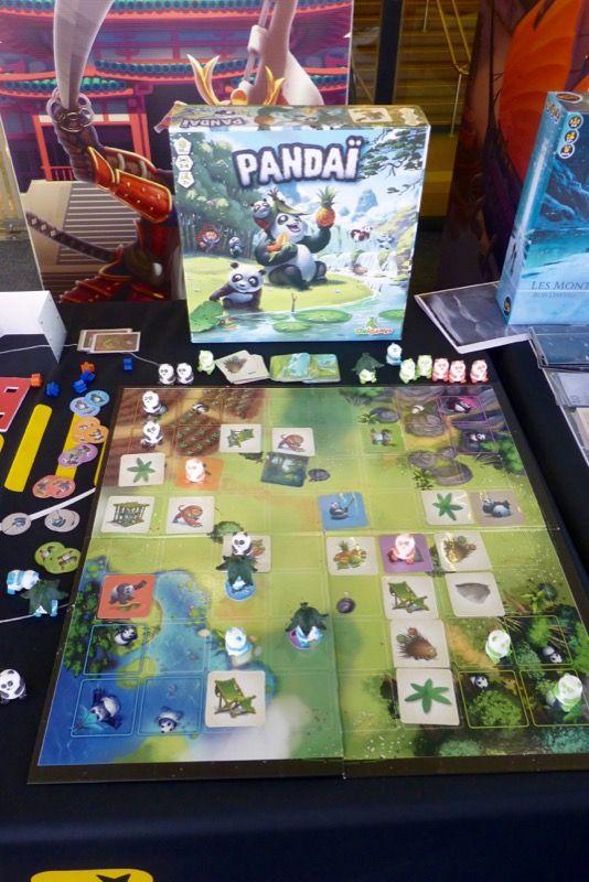 Pandaï chez Origames distribué par Iello, un jeu illustré par Paul Mafayon.