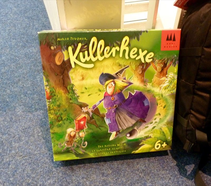 """Kullerhexe """"la sorcière filante"""" de Marco Teubner (chez Drei Magier) à partir de 6 ans."""