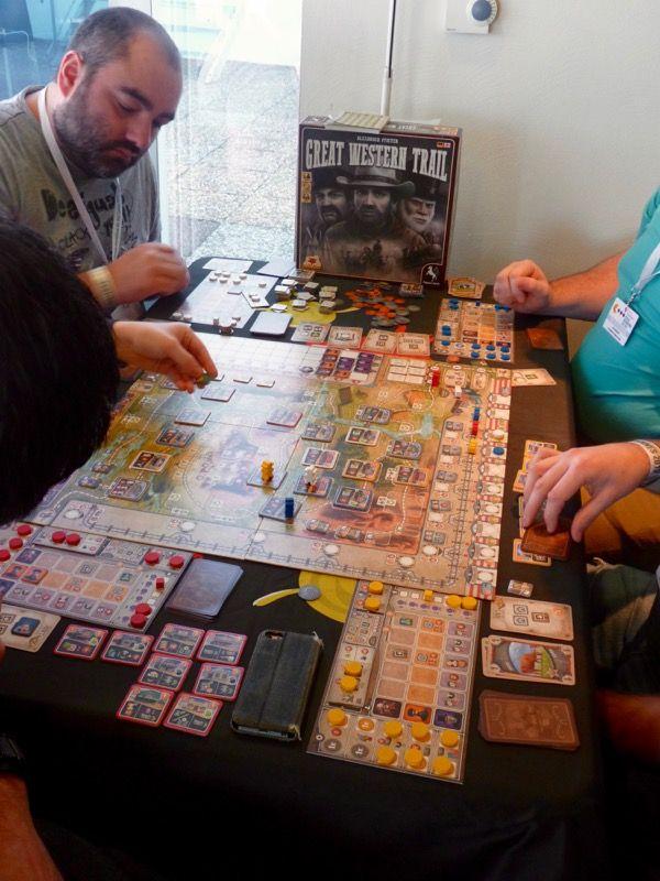 Une 2ème table de jeu de Great Western Trail.