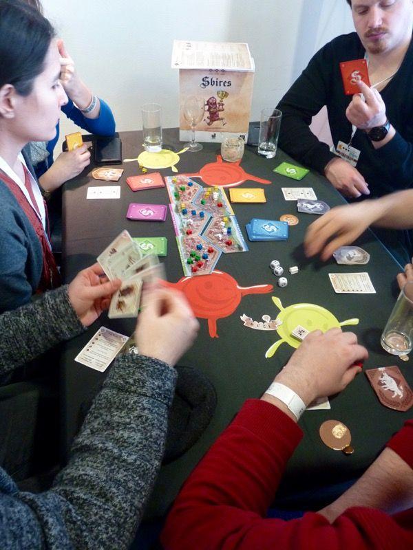 Sbires, un jeu de Vincent Jouanneau et Jean-Pierre Nicolas illustré par Laurent Nicolas. Jeu qui a vu le jour sur la plateforme participative Ulule.