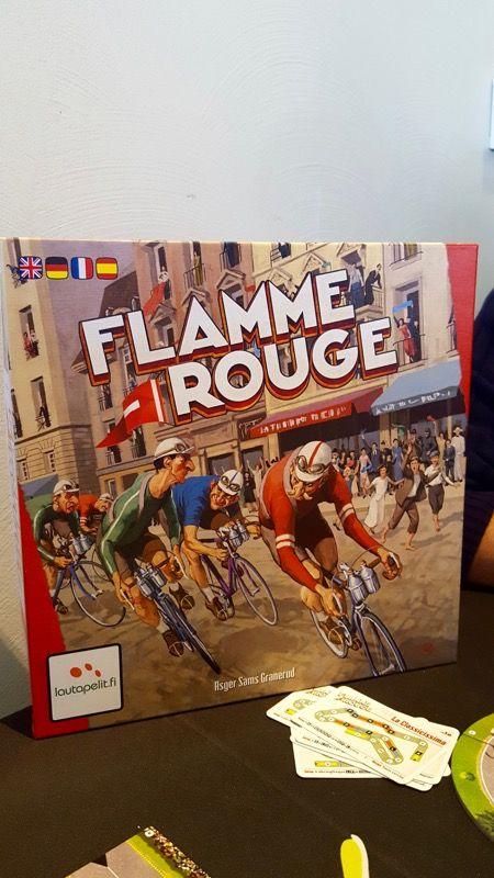 Flamme rouge se présente à nous, on n'hésite pas et on enfourche vite nos vélos...