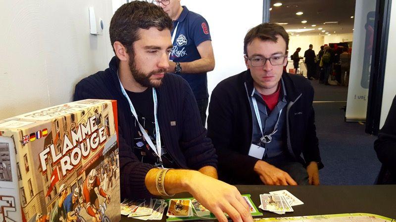 Adrien et Nico, vont jouer en duo, et sans oreillette pour la gestion de course !!! Adrien analyse déjà le parcours...