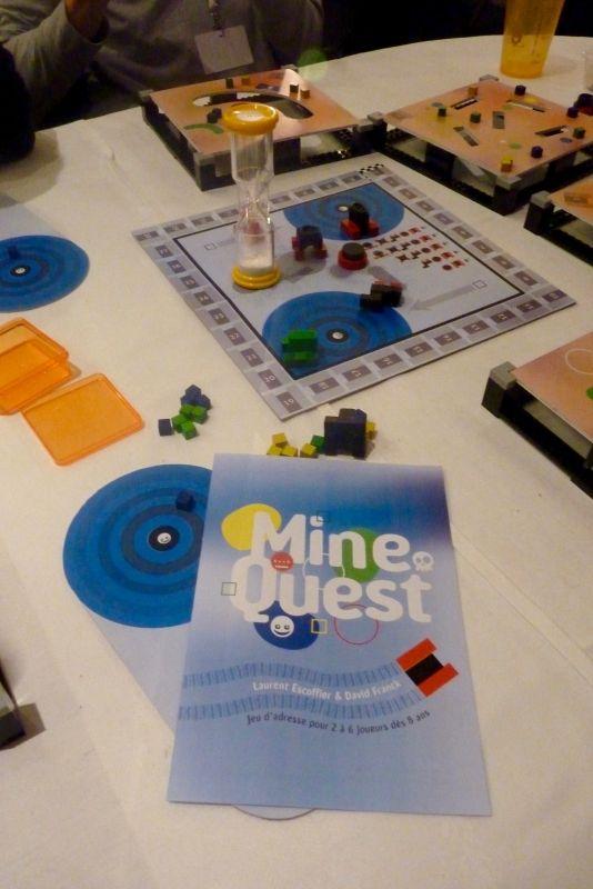 Je reconnais Laurent Escoffier pas très loin qui présente Mine Qu'est un proto réalisé à 4 mains avec son compère David Franck (Loony Quest). Sélection Proto Lab