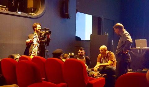 L'équipe Tric Trac se prépare à filmer une conférence dans une salle du palais.