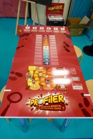 Une planche/table spéciale pour jouer à Profiler.