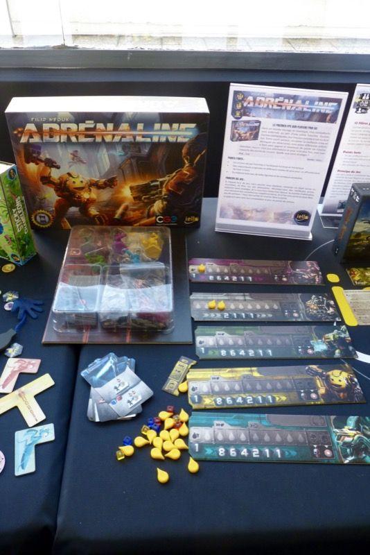 Adrenaline, un jeu de Filip Neuk et illustré par Jakob Politzer. Premier FPS sur plateau.