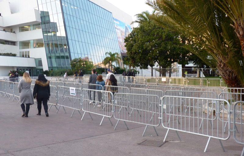 Trois heures avant l'ouverture officielle du salon, les mesures de sécurité sont déjà bien en place.