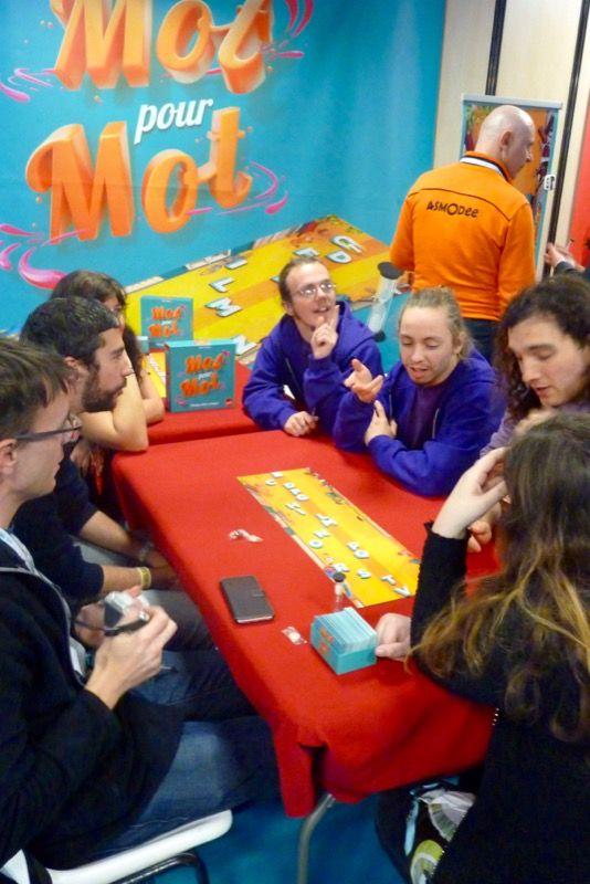 On se retrouve avec la Team Jedisjeux, et Hannah et Benoît de la ludo l'île aux trésors, pour découvrir Mot pour Mot le nouveau Party Game du scorpion masqué.