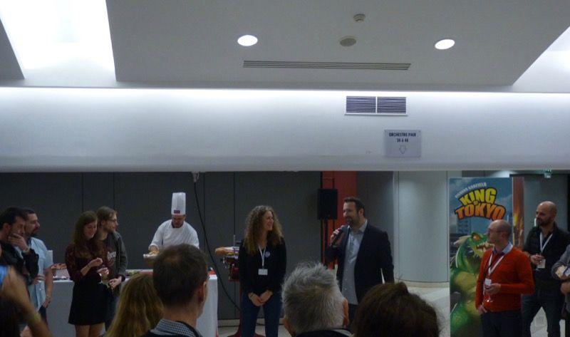 Patrice, le boss de Iello, remercie ses équipes et lance l'ouverture du buffet et du célèbre risotto crémeux aux asperges !!!