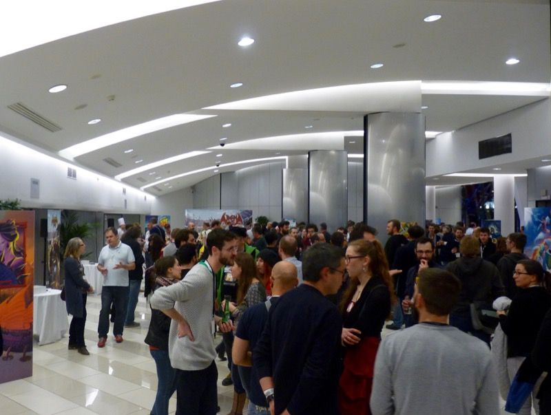 Beaucoup de salariés, de partenaires et d'amis participent à cette soirée.
