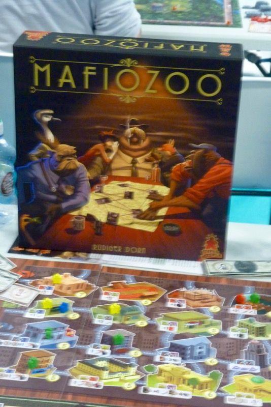 Oh ! Une table de Mafiozoo va bientôt se libérer, il était temps d'en trouver une depuis 2 jours qu'on en guettait une. On saute sur l'occasion