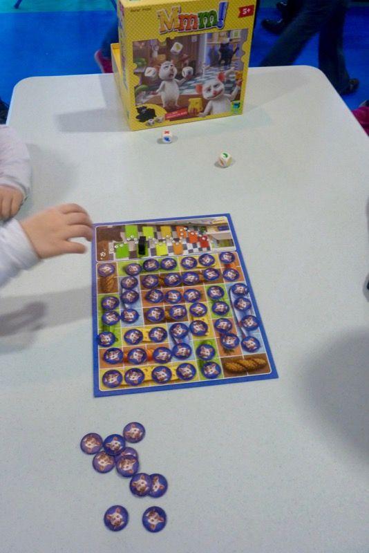 Mmm ! J'avais ramené ce jeu pour ma classe, acheté chez Pegasus Spiel, il y a 2 ans à ESSEN. Nominé au Spiel l'année dernière.