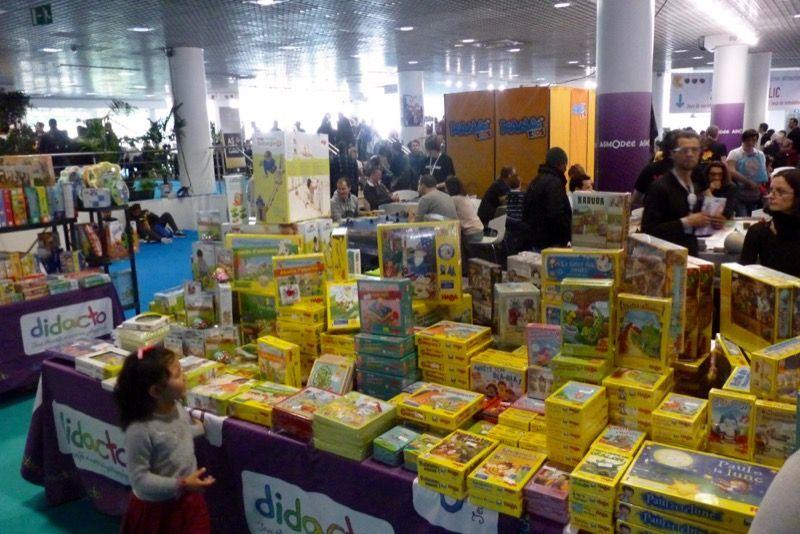 Le stand des petites boîtes jaunes... Bienvenue chez Haba !