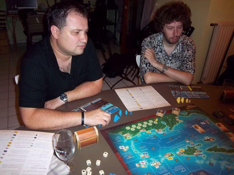 Lilajax et Thomas attentif. Lilajax tournait à la bière, nous à l'eau plate. On a évité le rhum, mais la prochaine fois....