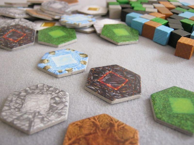 Des cubes, des tuiles nous sommes devant un eurogame