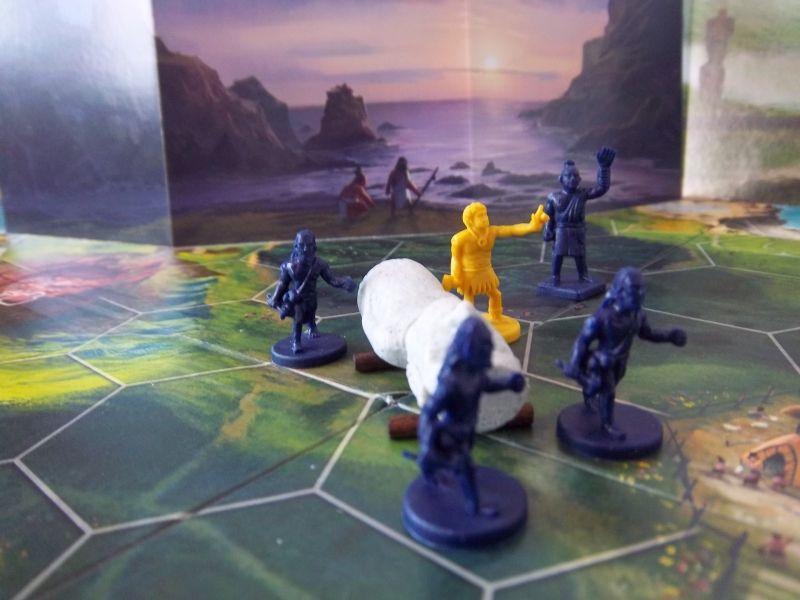 Et voilà nos p'tits gars en action. Notez qu'ils s'aident de rondins de bois, et qu'un villageois jaune est venu donner un coup de main...