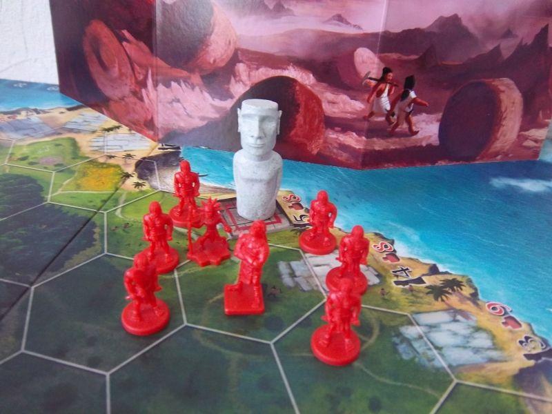 Le clan rouge vient d'ériger un moaï de taille 3...ça va faire la fête au village ce soir...