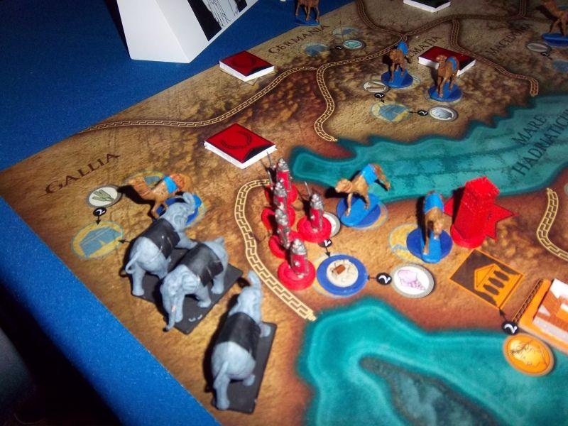 Romains et Carthaginois (oui, les éléphants...) se sont durement affrontés. Les dromadaires symbolisent les routes de commerce