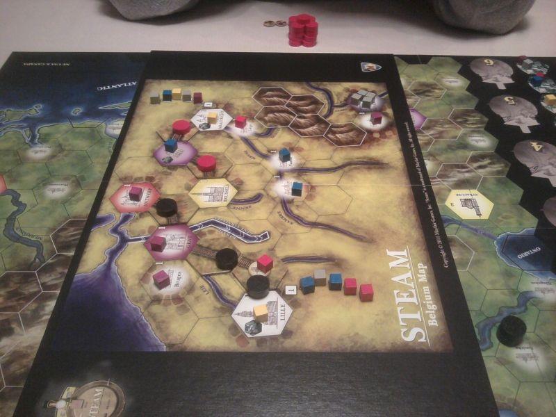 Première implantation, je contrôle l'ouest de la carte et Caro l'est après avoir urbanisé une petite ville en métropole violette.