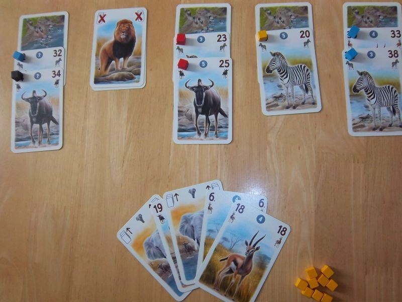 Une main de cartes qui semble sympathique... sauf qu'elle est absolument injouable et met donc fin immédiatement à la partie.