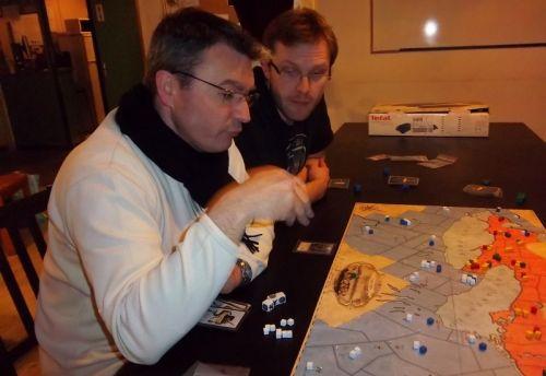 Les deux joueurs américains échaffaudant un plan d'ensemble...monsieur Cormyr et monsieur Nico.