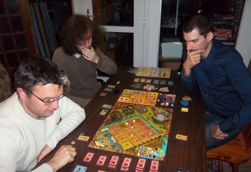 Messieurs Cormyr, Thomas et Nicolas de nouveau confrontés à la construction des jardins suspendus de Babylone