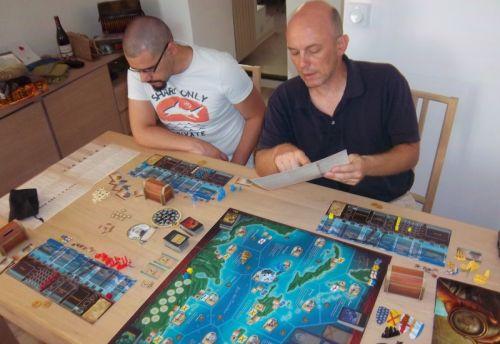 Mes adversaires sur ce Fortunes de Mer : Monsieur Palferso expliquant les règles à monsieur Anthony...