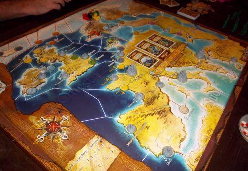 Le beau plateau d'Invasions, avec les villes (pas encore pillées) et les premières cartes sagas